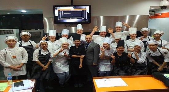 Students praise Thai cuisine programme